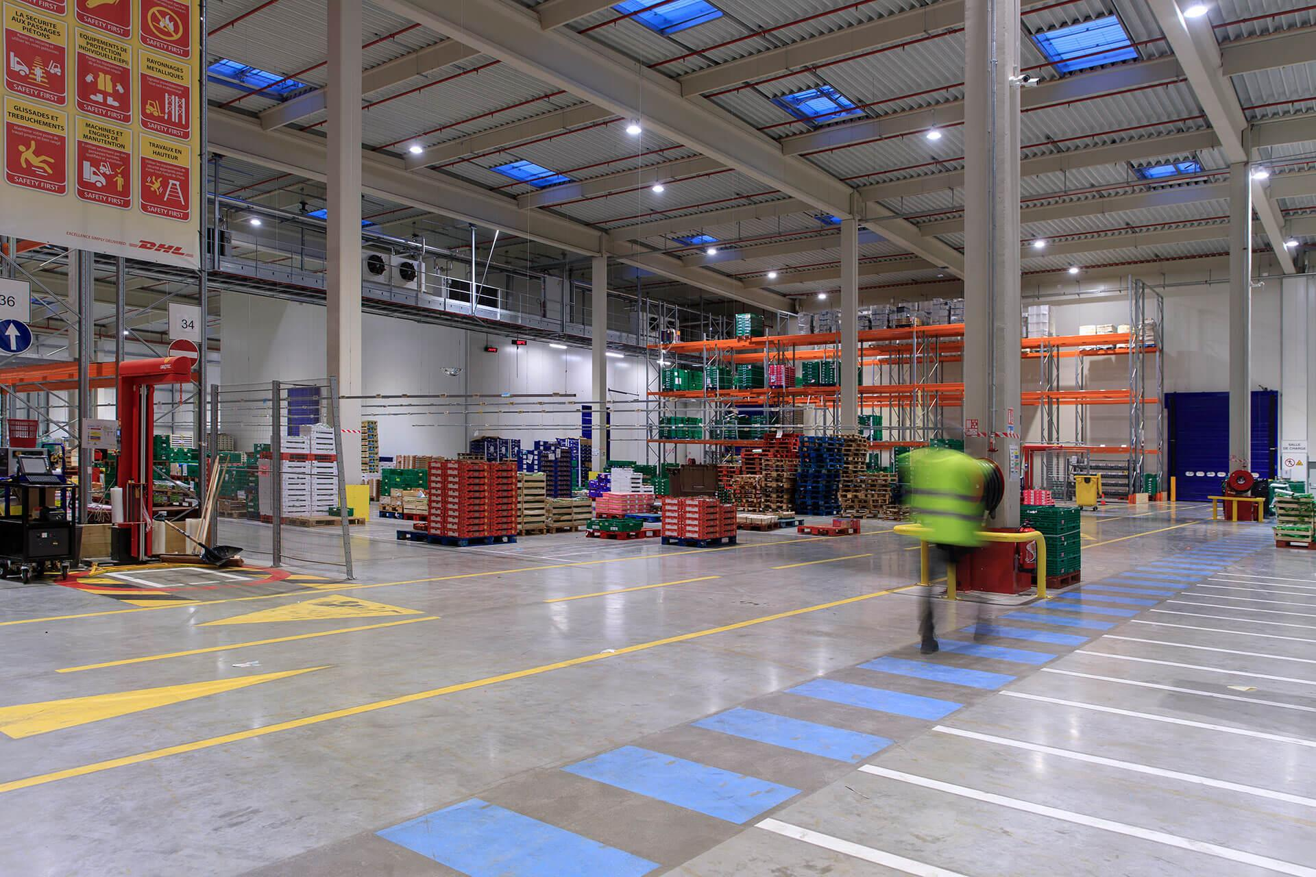 INDU BAY ensures high visual comfort for excellent working conditions in Carrefour distribution centre
